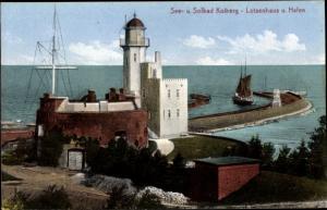 Ak Kołobrzeg Kolberg Pommern, Lotsenhaus und Hafen, Leuchtturm