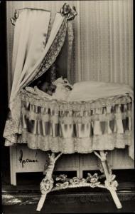 Ak Prinzessin Birgitta von Schweden, Portrait als Baby in der Wiege