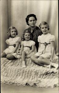 Ak Prinzessin Sibylla von Schweden und ihre Töchter Birgitta, Desirée und Margaretha
