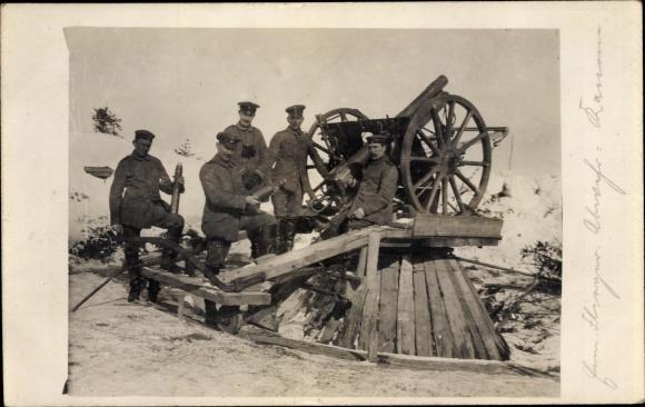 Ak Deutsche Soldaten im Kaiserreich, Gruppenbild an einem Geschütz mit Munition 0