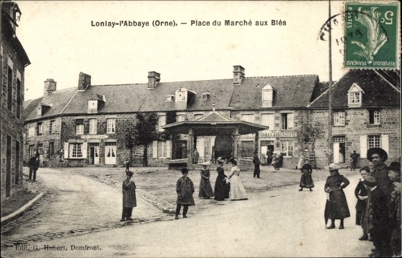 Ak Lonlay l'Abbaye Orne, Place du Marche aux Bles 0