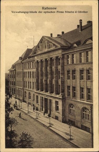 Ak Rathenow im Havelland, Verwaltungsgebäude der optischen Firma Nitsche u. Günther 0