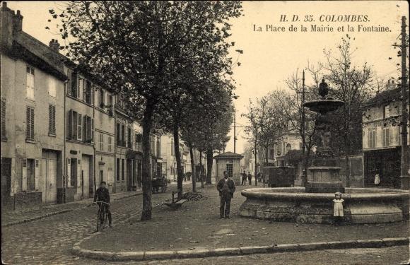 Ak Colombes Hauts de Seine, Place de la Mairie et la Fontaine 0