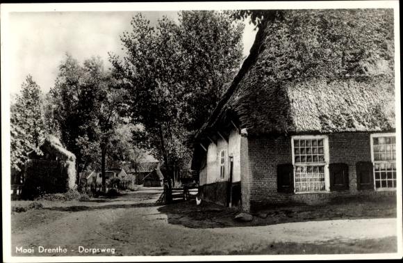 Ak Mooi Drenthe Niederlande, Dorpsweg, Haus mit Reetdach 0