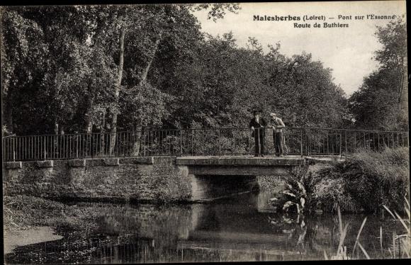 Ak Malesherbes Loiret, Pont sur l´Essonne, Route de Buthiers 0
