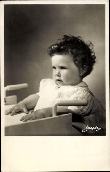 Ak Prinzessin Desirée von Schweden, Portrait im Hochstuhl 0