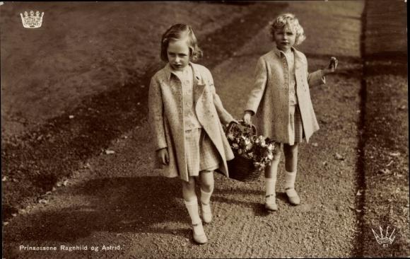 Ak Prinzessinnen Ragnhild und Astrid von Norwegen, Portrait mit Blumenkorb 0