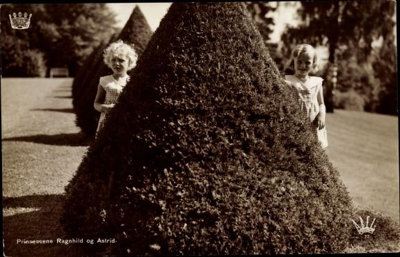 Ak Prinzessinnen Ragnhild und Astrid von Norwegen, Portrait im Garten 0