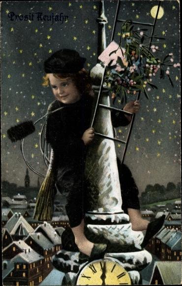 Ak Glückwunsch Neujahr, Schornsteinfeger über den Dächern bei Nacht, Uhr 0