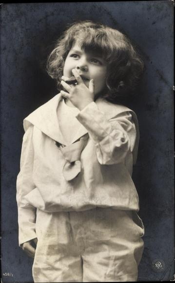 Foto Ak Junge rauchend 0