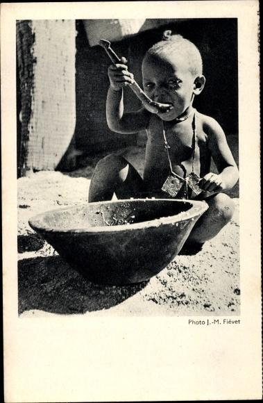 Ak Waisenkind an der Westküste Afrikas ißt 0