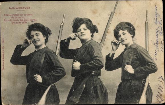 Foto Ak Drei Zuaven Frauen in Uniformen, Zouaves, Gewehr geschultert 0