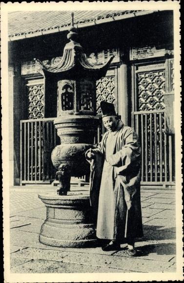 Ak China, Un bonze dans la pagode de Sou Tcheou 0