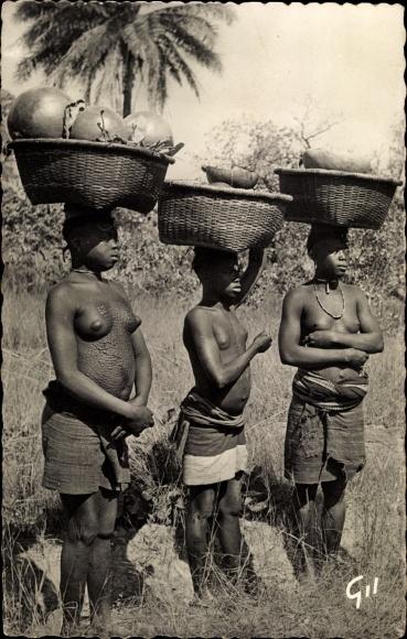Ak Guinea, Femmes Caiman 0