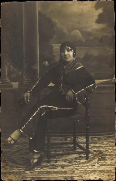 Ak Frau in Maghreb Tracht, Portrait 0
