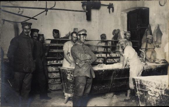 Foto Ak Bäckerei Veraltung der Feldbäckereikolonne 141, Juni 1917 0
