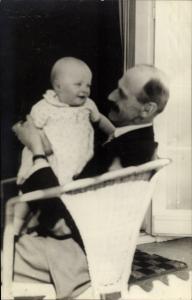Foto Ak König Haakon VII von Norwegen mit Prinzessin Ragnhild, Portrait