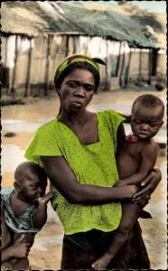 Ak Abidjan Elfenbeinküste, Femme Africaine avec ses enfants