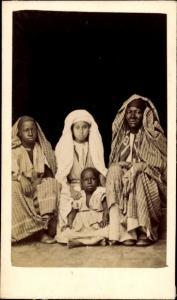 CdV Algerien, Familie in Maghreb Tracht, Portrait um 1880
