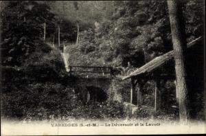 Ak Vareddes Seine et Marne, Le Déversoir et Lavoir