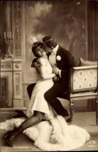 Ak Liebespaar, Kavalier, Dame, Kuss, Portrait