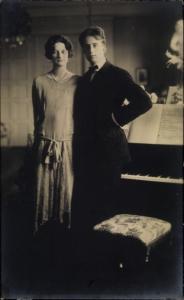 Ak Liebespaar, Portrait am Klavier