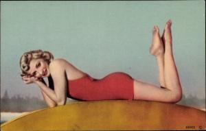 Ak Blondine im roten Badeanzug, liegend, Ganzkörper