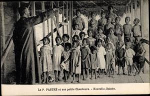 Ak Papua Neuguinea, P. Fastré et ses petits Chanteurs, mission