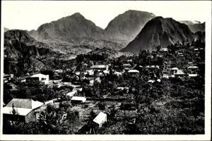 Ak Hell-Bourg Reunion, Le Village et ses montagnes