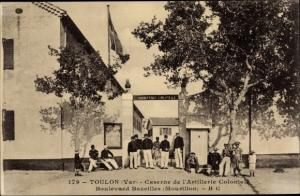 Ak Toulon Var, Caserne Artillerie Colonial, Boulevard Bazeilles, Soldaten, Besucher