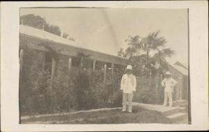 Foto Ak Le Gosier Guadeloupe, Kolonialsiten vor Haus