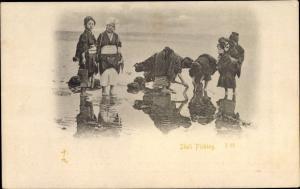 Ak Japan, Shell Picking, japanische Muschelsammlerinnen