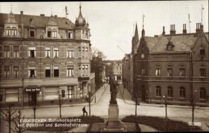 Ak Euskirchen Nordrhein Westfalen, Bahnhofsplatz, Postamt, Bahnhofstraße, Hotel zur Post