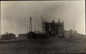 Foto Ak Eine Fabrik im Bau, Baustellen, Gerüst