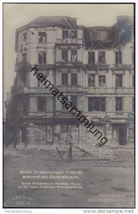 Berlin während des Generalstreiks - Durch Artilleriefeuer zerstörte Häuser an der Ecke Alexander- Prenzlauerstrasse