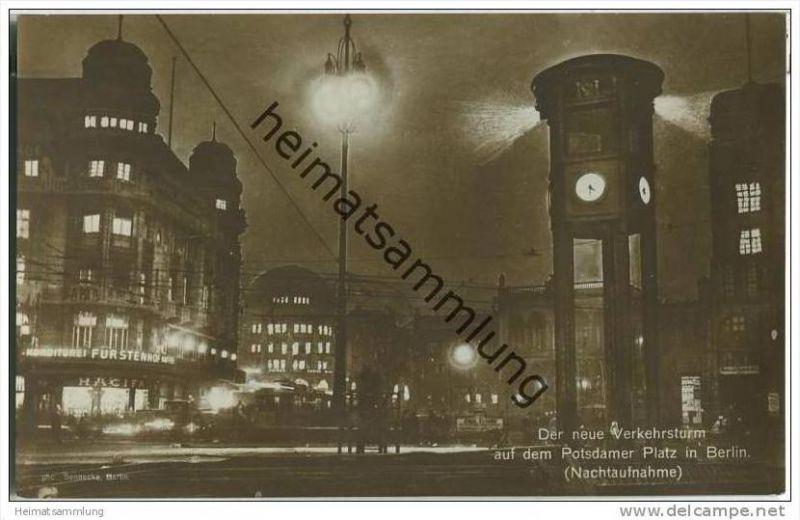 Berlin-Mitte - der neue Verkehrsturm auf dem Potsdamer Platz - Nachtaufnahme 20er Jahre