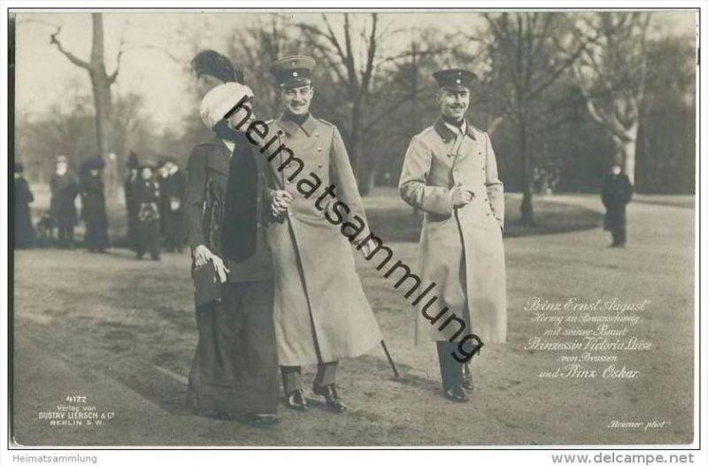 Prinz Ernst August Herzog zu Braunschweig mit seiner Braut Prinzessin Victoria Luise von Preussen und Prinz Oskar