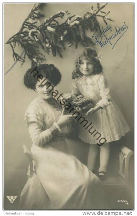 Weihnachten - Frau mit Kind - Weihnachtsgebäck Äpfel - Foto-AK