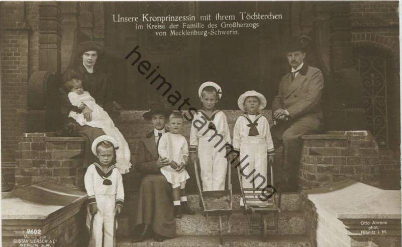 Unsere Kronprinzessin mit ihrem Töchterchen im Kreise der Familie des Großherzoges von Mecklenburg-Schwerin