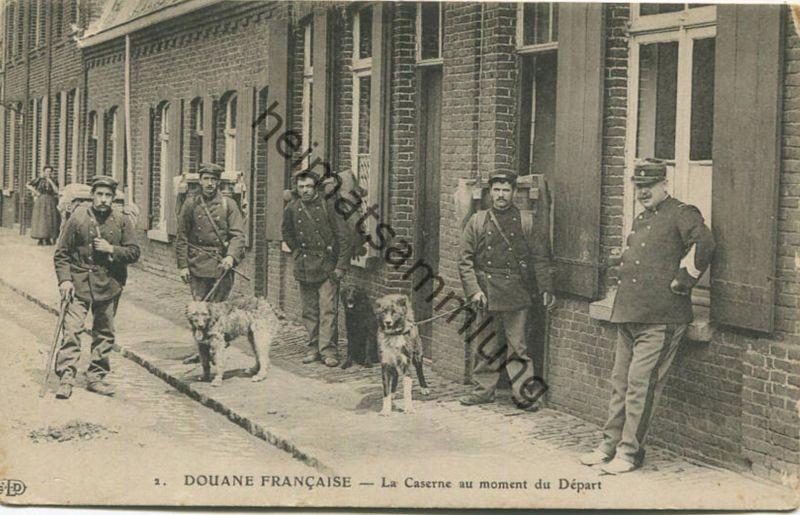 Douane Francaise - La Caserne au moment du Depart