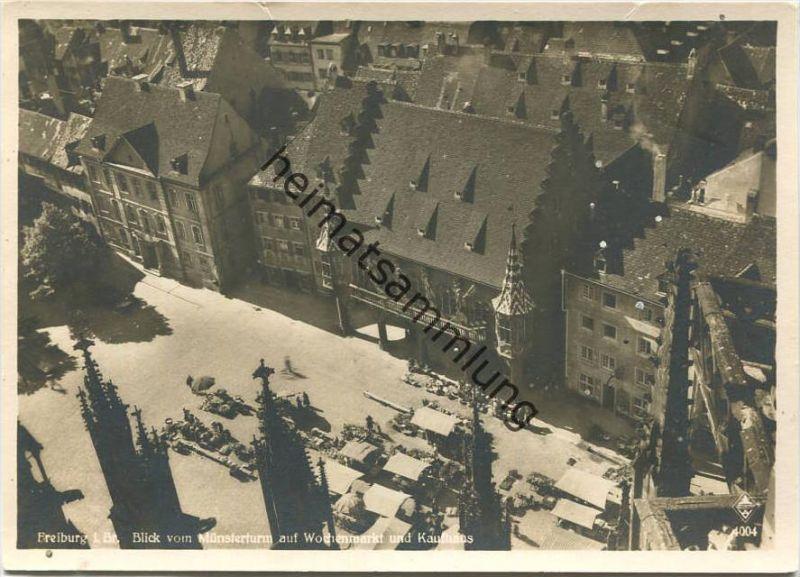 Freiburg im Breisgau - Blick vom Münsterturm auf den Wochenmarkt und das Kaufhaus - Foto-AK Grossformat - Verlag Karl Al