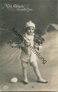 Viel Glück im Neuen Jahr - Kind mit Blumenstrauss