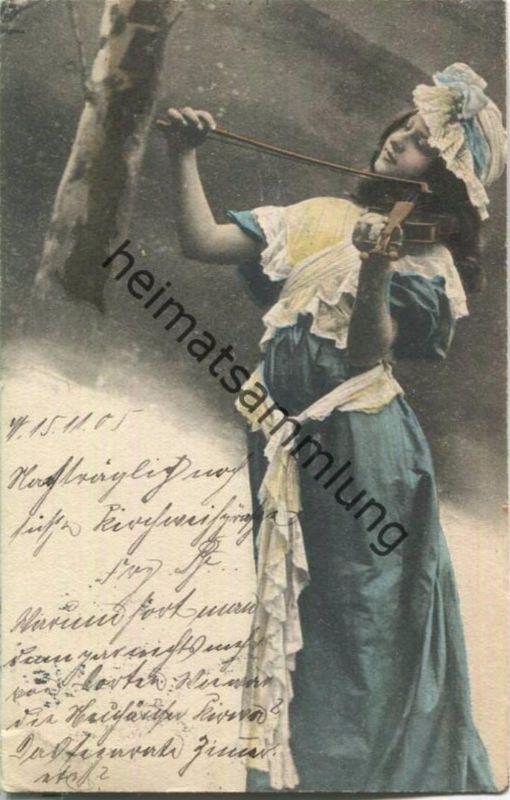 Junge Frau spielt Violine - Künstler-Ansichtskarte