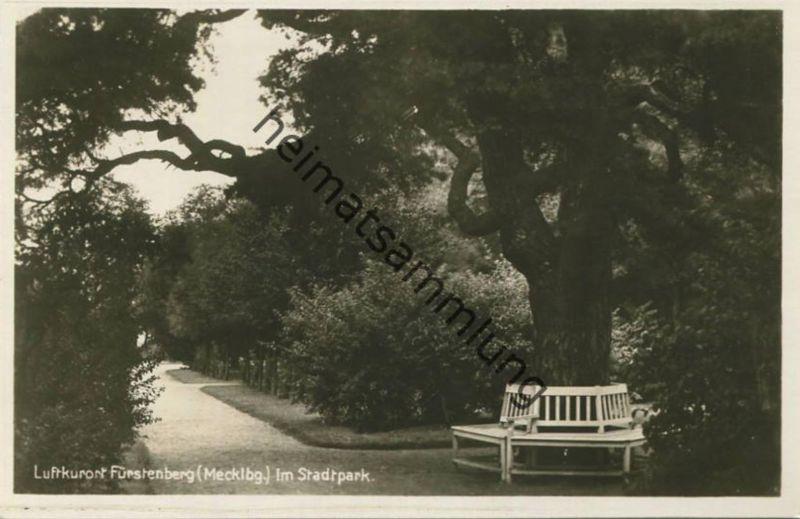 Fürstenberg (Mecklenburg) - im Stadtpark - Foto-AK 30er Jahre - Verlag J. Goldiner Berlin