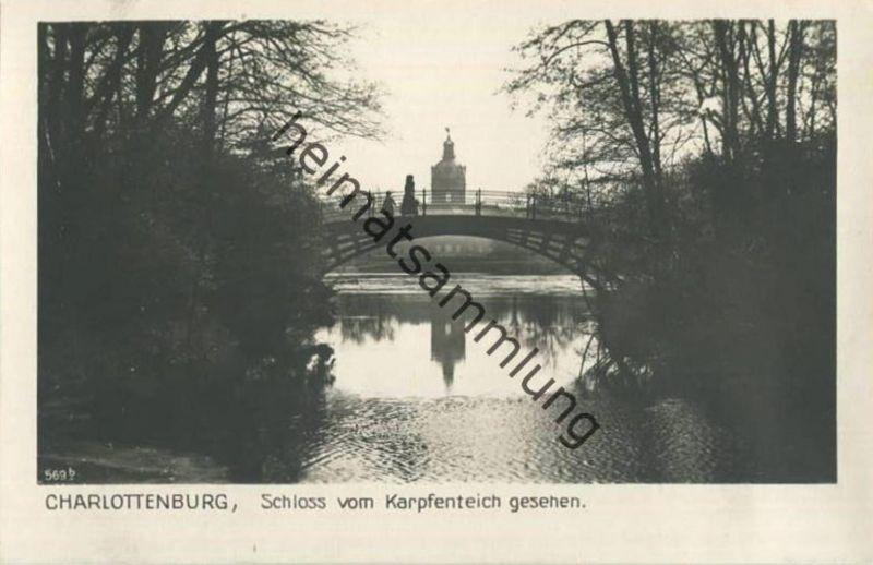 Berlin-Charlottenburg - Schloss vom Karpfenteich gesehen - Foto-AK 30er Jahre - Verlag Ludwig Walter Berlin