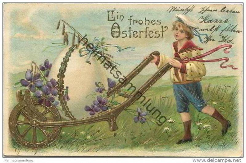 Ein frohes Osterfest - Junge im Matrosenanzug mit Schubkarre Ei und Veilchen - Prägedruck
