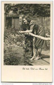 Paar im Garten - Ich hab Dich von Herzen lieb! - Foto-AK