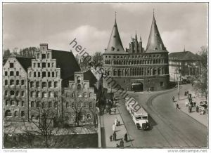 Lübeck - Holstentor und Salzspeicher - Autobus mit Anhänger - Foto-AK Grossformat 50er Jahre