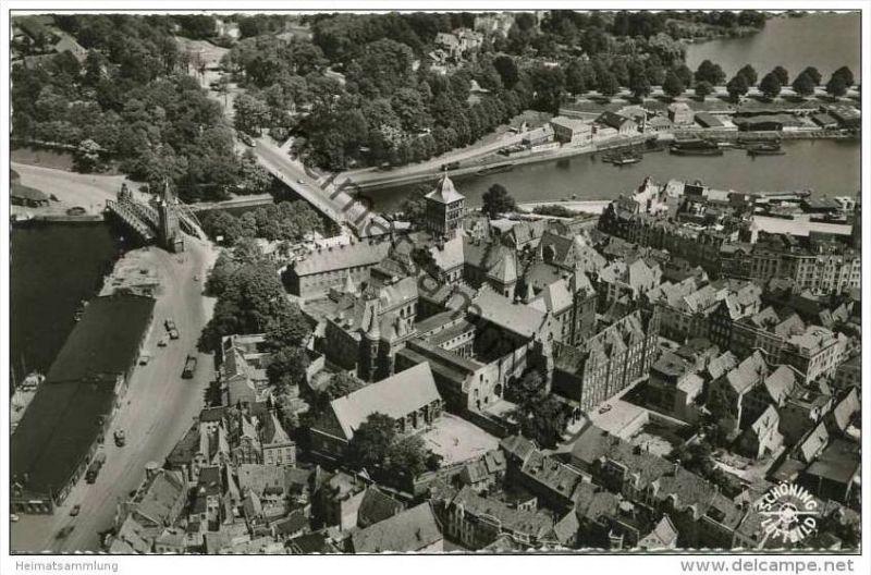 Lübeck - Blick auf das Burgtor - Luftaufnahme - Foto-AK 50er Jahre