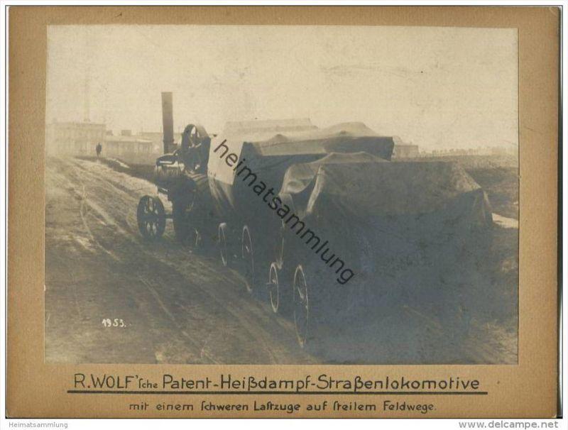R. Wolf 'sche Patent Heissdampf Strassenlokomotive mit einem schweren Lastzuge auf steilem Feldwege - R. Wolf A.G. Magde